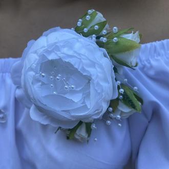 Свадебная брошка,белая брошь с цветами для невесты,бутоньерка невесты