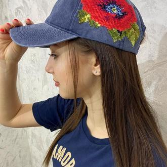Вышитая женская кепка джинсового цвета