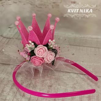 Яркая малиновая корона на праздник для девочки
