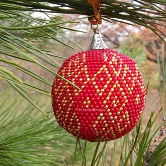 Шарик на елку, Новогоднее украшение красный с золотом елочный шар из бисера в подарочной коробке