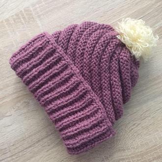 Вязаная шапка ежевичного цвета полушерсть со съемным помпоном и двойным подворотом