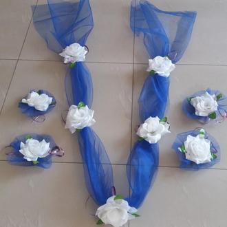Весільні прикраси на машину: стрічка та квіти на ручки (синьо-білі)