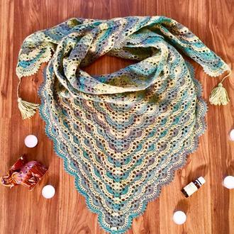 Красивая и теплая шаль