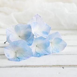 Шпильки з блакитний гортензією в зачіску нареченої, Весільні шпильки з квітами