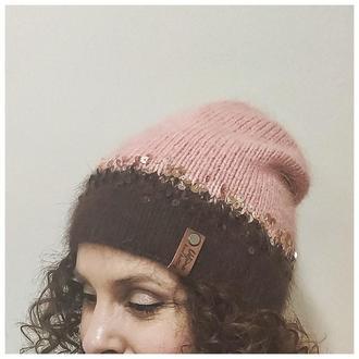 Гарна шапка з пуху норки з паєтками ручної роботи.