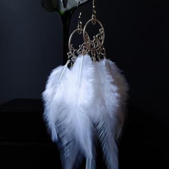 Серьги с белыми перьями в стиле бохо хиппи. сережки з білим пір'ям