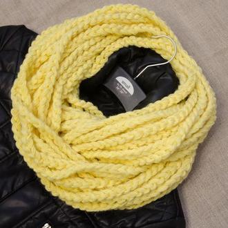 Жёлтый шарф-снуд из полушерсти