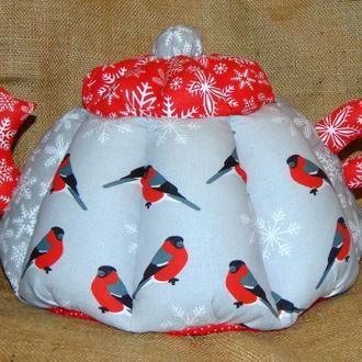 Новогодняя грелка для чайника СНЕГИРИ (большая)