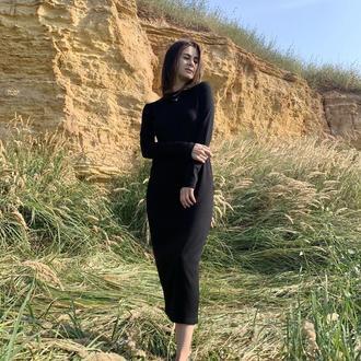 Женское длинное трикотажное черное платье с длинными рукавами