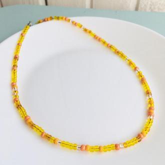 Желто-оранжевый чокер из крупного бисера