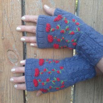 Вязаные митенки. Женские перчатки без пальцев. Митенки с ручной вышивкой.
