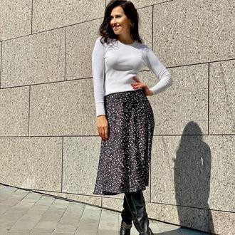 Стильная чёрная шёлковая юбка миди в листочки