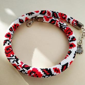 Белое с красными розами ожерелье из бисера с узором национальной украинской вышивки