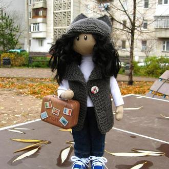 Девочка - путешественница, кукла с чемоданчиком.