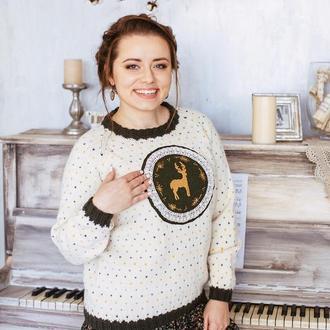 Вязаный свитер с оленем