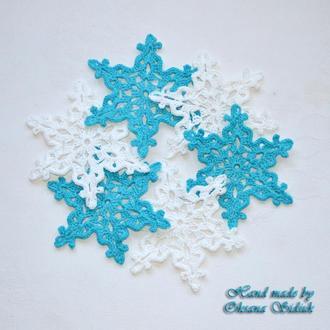 Декоративні сніжинки в'язані (білі та блакитно-бірюзові)