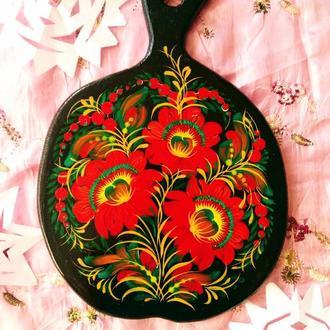 Деревянная разделочная доска из бука яблочко Красный букет Петриковская роспись