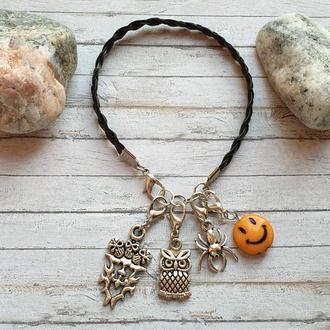 Черный плетеный браслет из экокожи, с 4-мя подвесками шармами