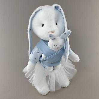 Мягкая игрушка мама зайка с малышом голубая