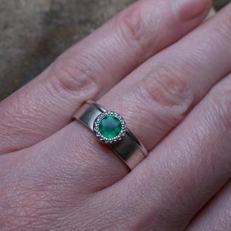 Кольцо серебряное с зеленым агатом 18 размер