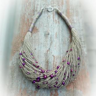 Льняное колье на шею с фиолетовыми бусинками.