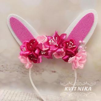 Ушки зайки с розовыми цветами