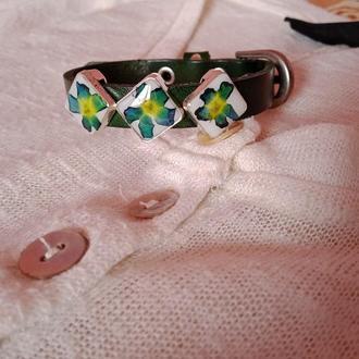 Шкіряний браслет з сухоцвітами в ювелірній смолі