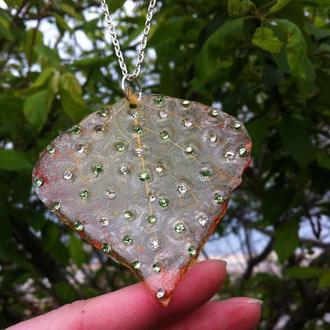 Прозрачный скелетироваррый лист с кристаллами сваровского, нежная подвеска