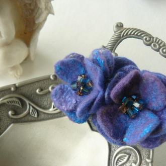 Брошь цветок - 2 валяные синие фиалочки из шерсти