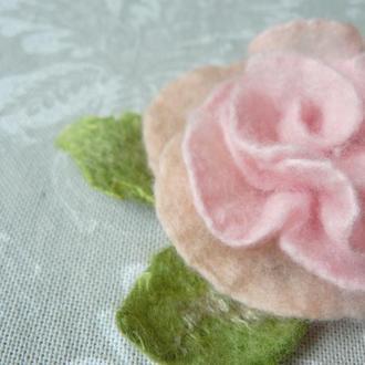 Брошь роза. Розовый валяный цветок из шерсти. Брошь цветок