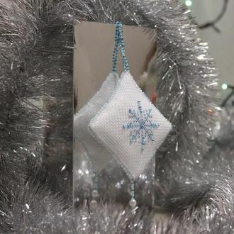 Украшение на елку Снежинка