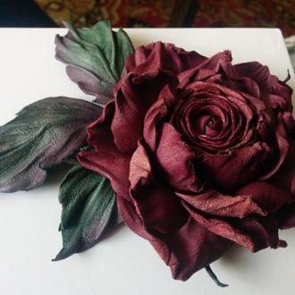 Роза - брошь из натуральной кожи