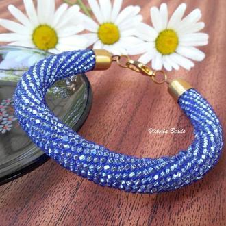 Голубой блестящий браслет жгут из бисера на каждый день