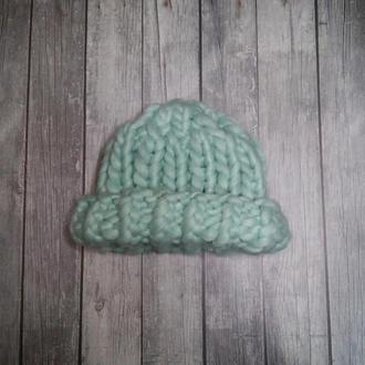 Модная вязаная из толстой крупной пряжи шапка хельсинки из мериноса