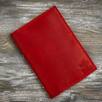Красная кожаная обложка на паспорт