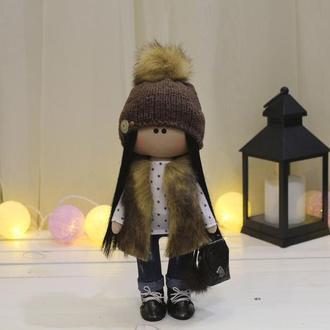 Кукла портретная в меховой жилетке с рюкзаком