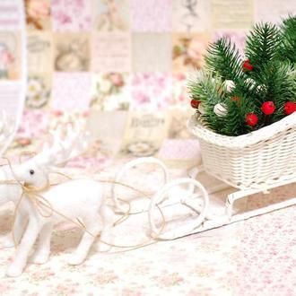 Новогодняя композиция Сани и олени. Подарок на Новый год