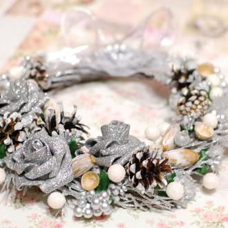 Новогодний Рождественский венок бело-серебристый для дома