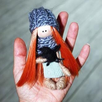 Рыженькая маленькая куколка