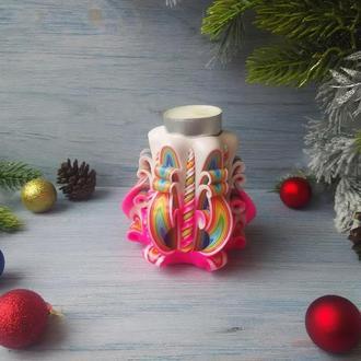 Резная свеча-подсвечник бело-розовая