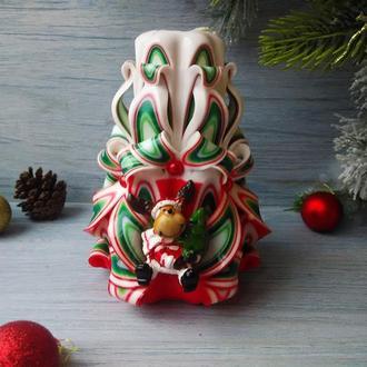 Резная свеча бело-зеленая-красная с олененком