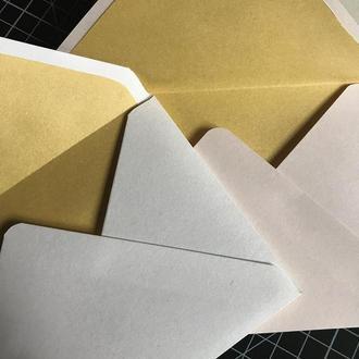 Конверт кольоровий з золотою серединкою