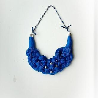 Колье-коса цвета индиго с синими и серебристыми бусинами