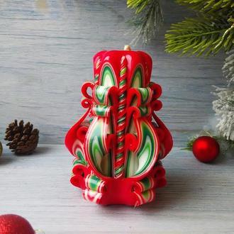 Резная свеча красно-зеленая без декора