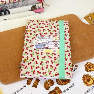 Кулінарна книга з вишнями