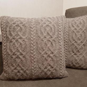 Диванная декоративная новогодняя подушка, кофейная