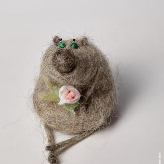 Миш з квіточкою