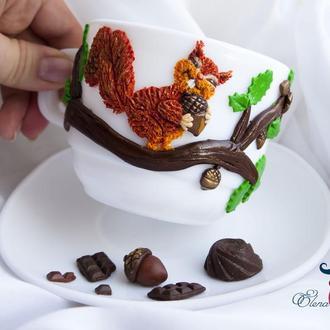 Чашка с блюдцем с белкой и шоколадом