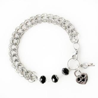 Металлический браслет цепочка с черными бусинами и замком-сердечком. Персидское кольчужное плетение