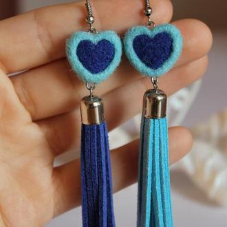 Длинные сине-голубые серьги сердечки
